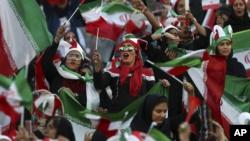 حضور زنان ایرانی در بازی روز پنجشنبه ایران و کامبوج - ورزشگاه آزادی، تهران