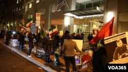 اعتراض گروهی از ایرانی-آمریکاییها به برگزاری جشن انقلاب در دفتر حفاظت از منافع جمهوری اسلامی در واشنگتن