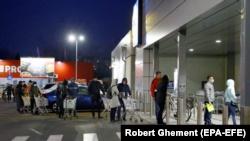 بخارست؛ صف ورود به سوپرمارکت