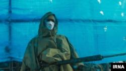 یکی از نیروهای ارتش در ورودی اصفهان